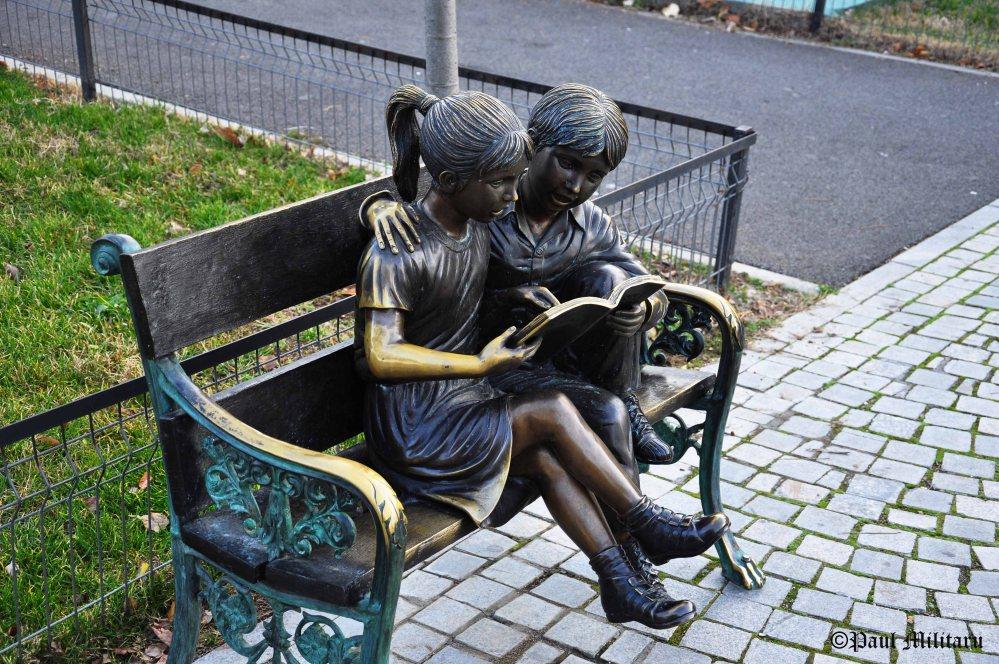 statuary - time reading
