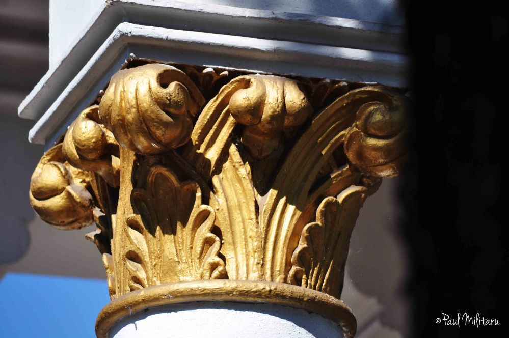 architecture detail - golden capitation