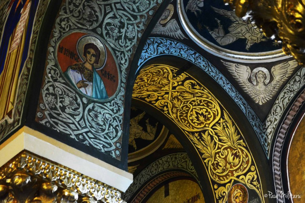 curved architectural elements and iconoclastic painting