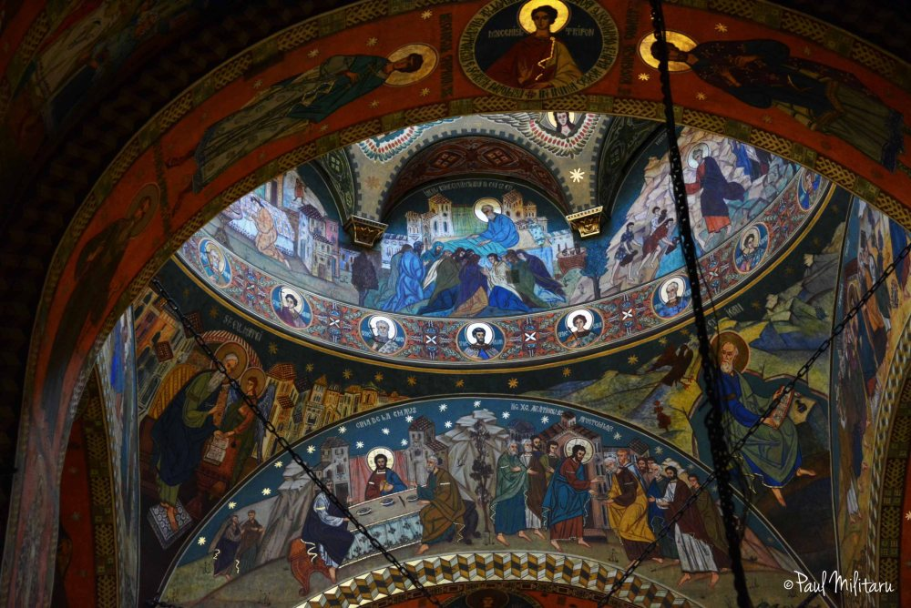 arcade and dome painted with biblical scenes