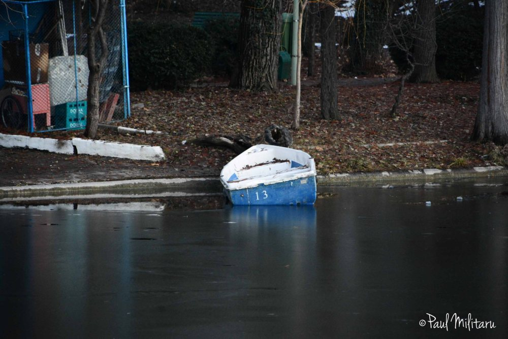 boat no.13 failed on the ice