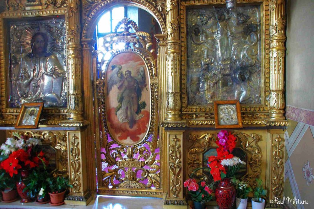 iconostasis in the orthodox rite church