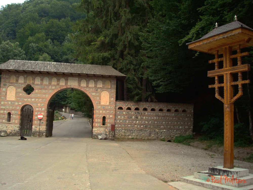 the entrance gate to the Tismana monastery