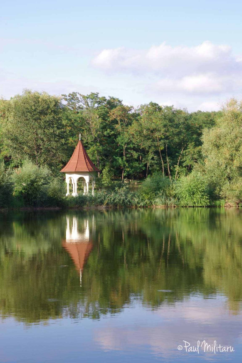pavilion at the edge of Lake Cernica